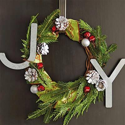 7 Amazing Christmas Wreaths You'll Want for Your Space