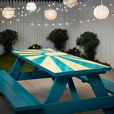 4 Ideas for Decorating Around Your Picnic Table