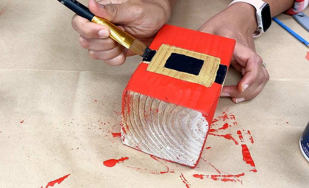 Santa's belt buckle is painted on to the middle block.