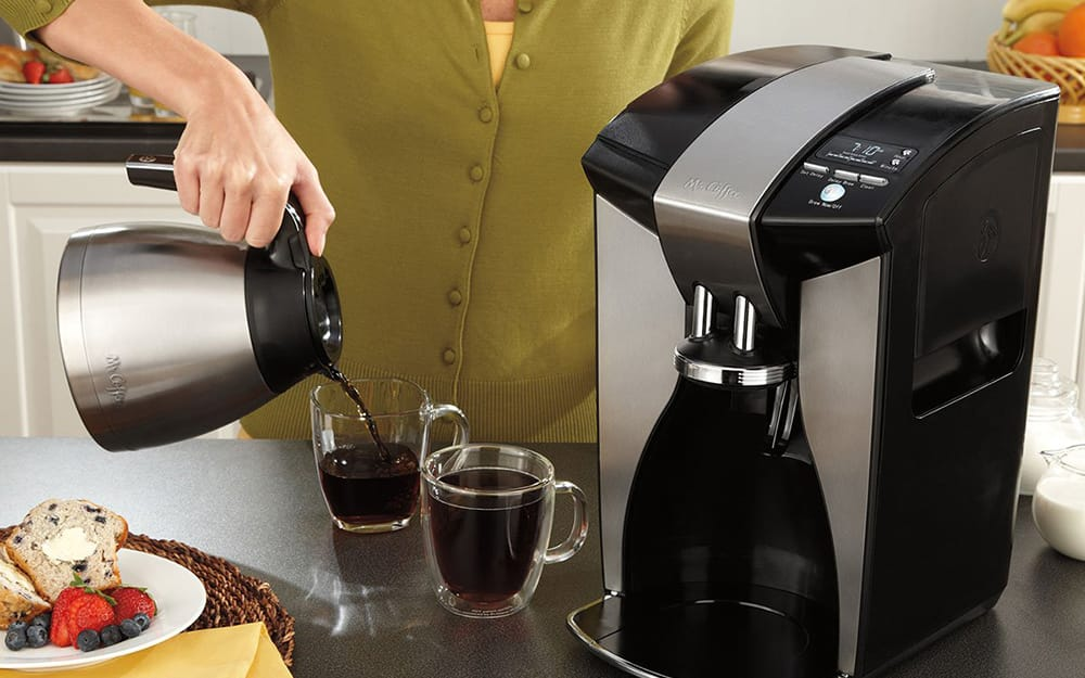 woman pouring coffee in glass coffee mugs