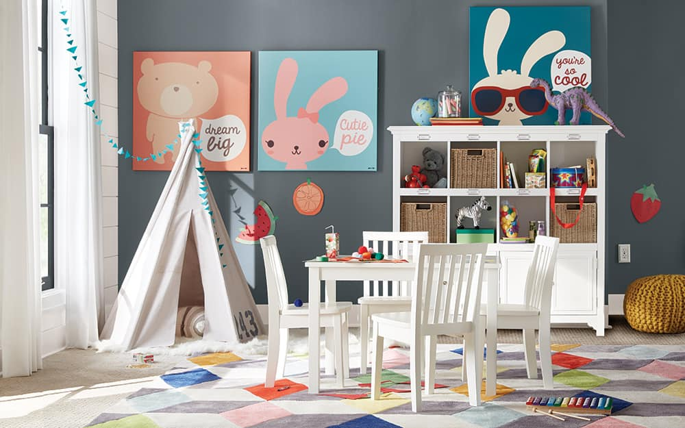 A children's room with safe window coverings.