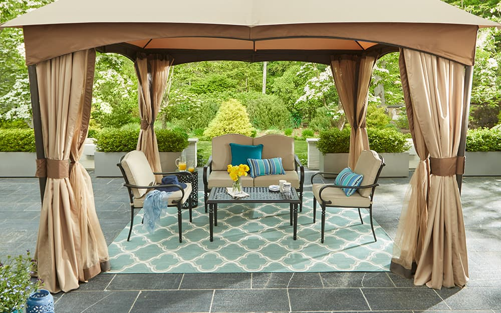 Choosing And Hanging Outdoor Curtains, What Are The Best Outdoor Curtains