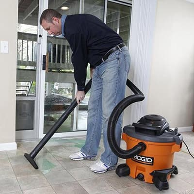 Man using a wet/dry vacuum