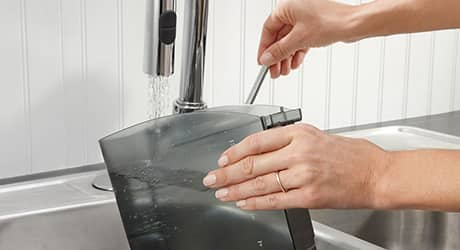 Cleaning water tank of coffee maker