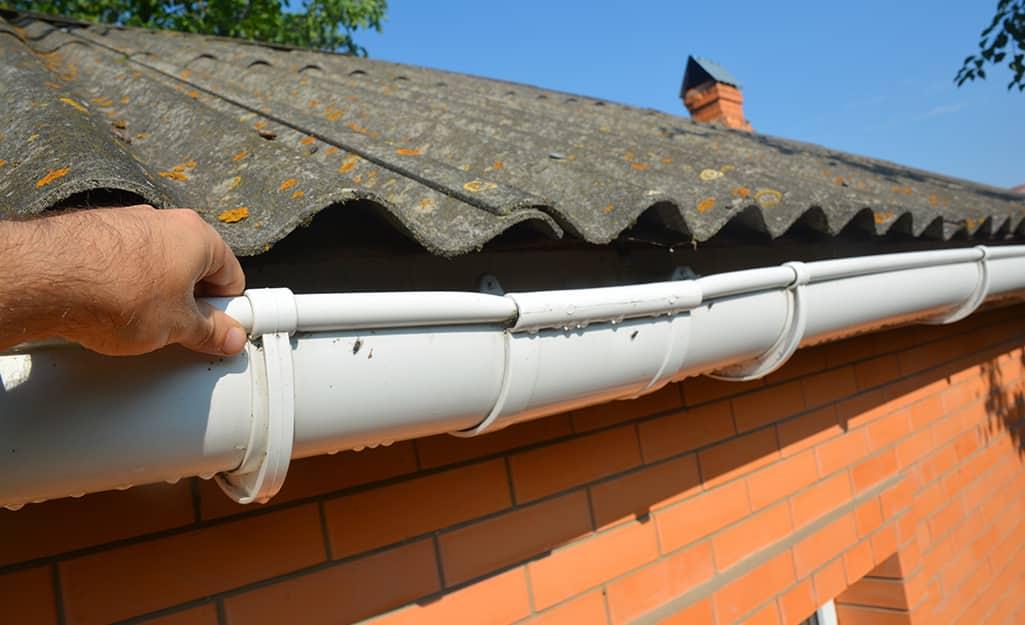 A sagging gutter on a home.