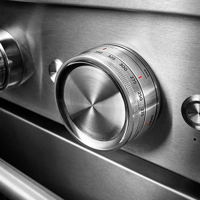 Dual-Concentric Oven Knob sets oven mode and temperature.