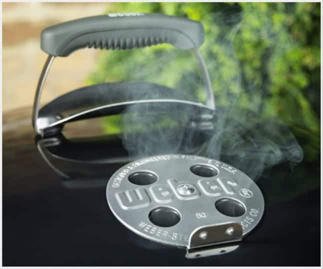 Control the temperature of your grill by easily adjusting the damper.