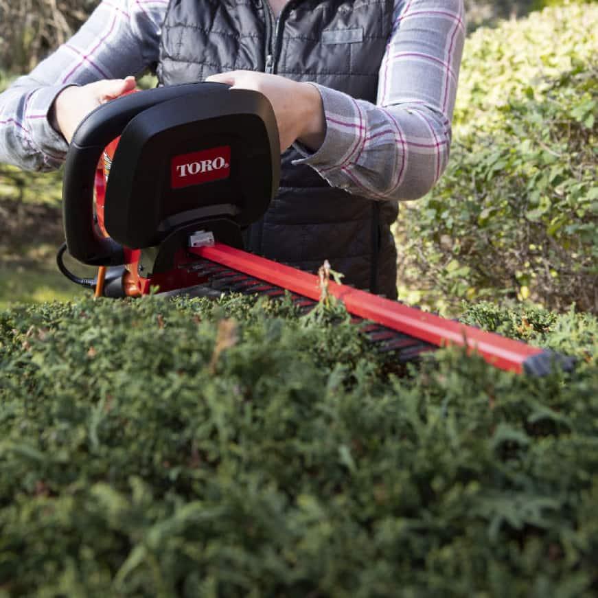 Lightweight hedge trimmer cutting bush