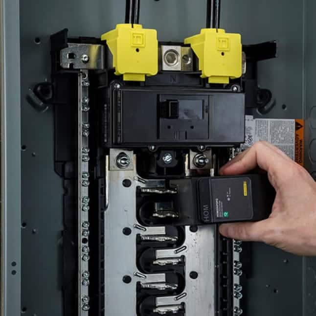 Save installation time and protect your home's electrical system with Plug-on Neutral technology in our SPDs and Homeline breaker panels