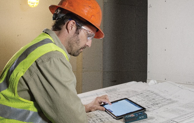 Bosch GLM 50 CX being used with tablet for additional measurement features.