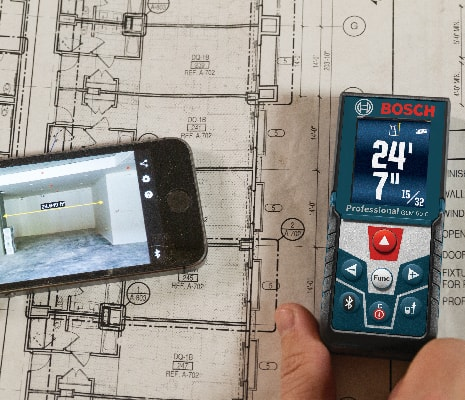 Bosch GLM 50 CX next to phone showing connection and functionality for MeasureOn app.