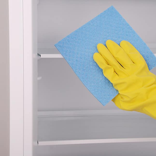 Easy to clean, removable glass shelves