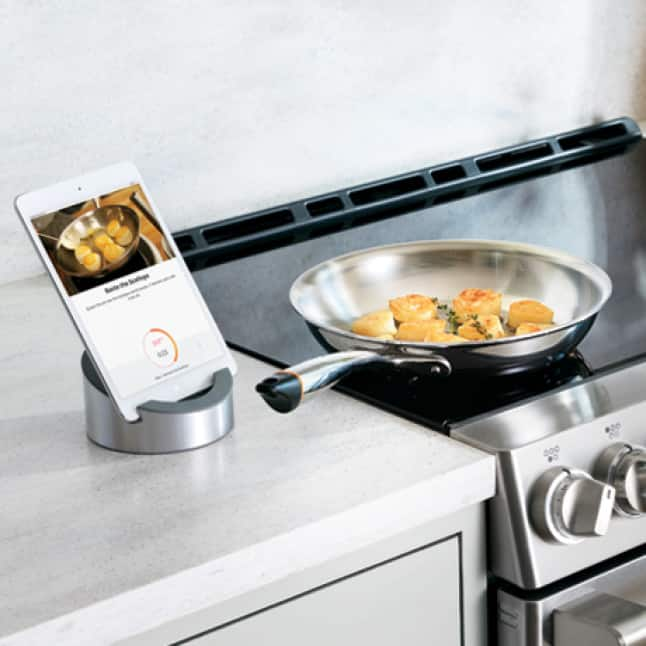 A tablet displays info on the dish currently cooking on the range in a smart pan.