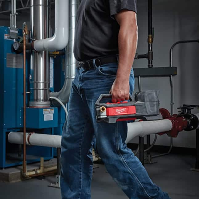 Quickly completely service calls with M18 Transfer Pump