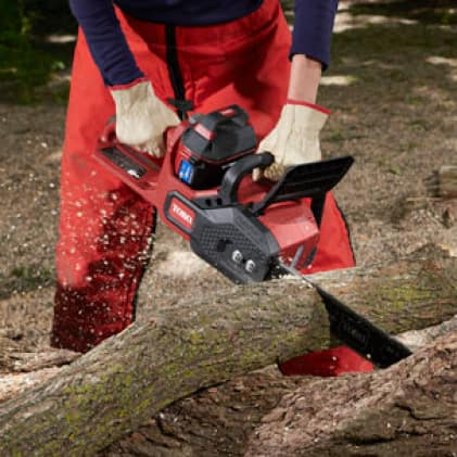 Easy to hold chainsaw going through thick log