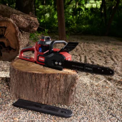 Chainsaw with blade cover