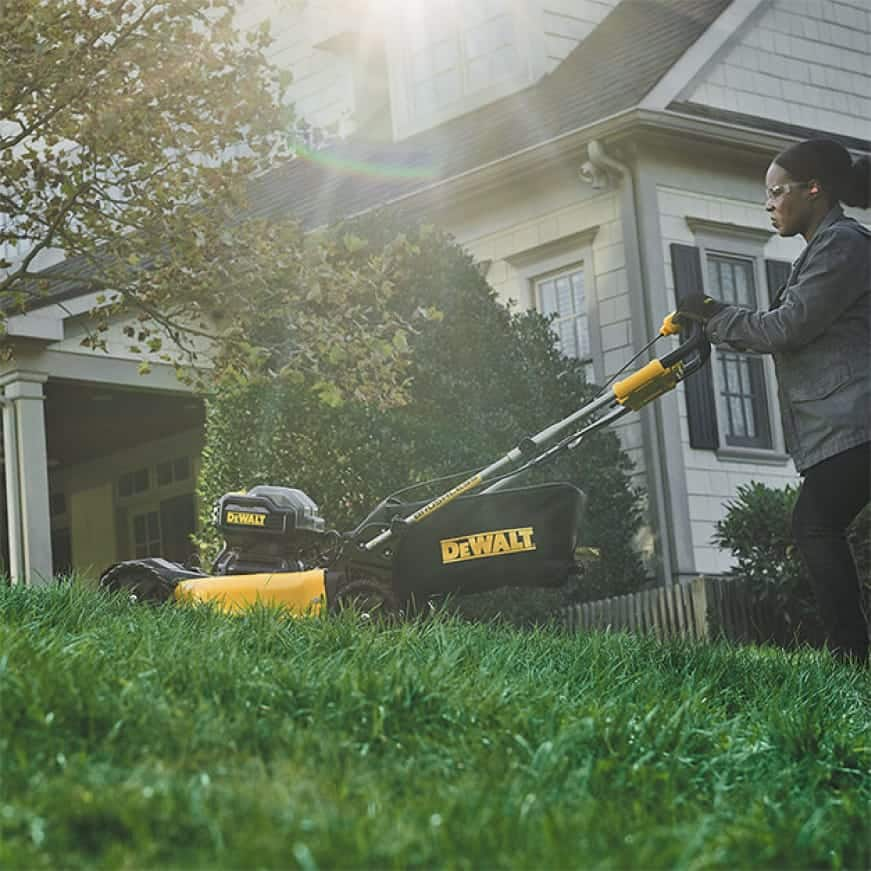 Equipped with auto sensing technology the unit increases torque in high overgrowth.