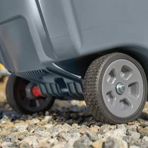 Expandable wheels on container