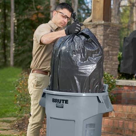 Man removing liner bag using venting channels