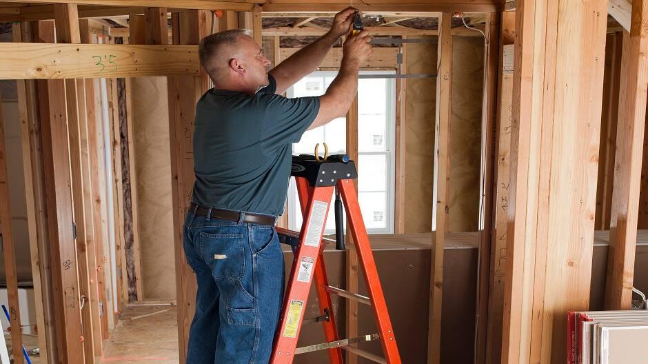 DIY Painter using a fiberglass step ladder