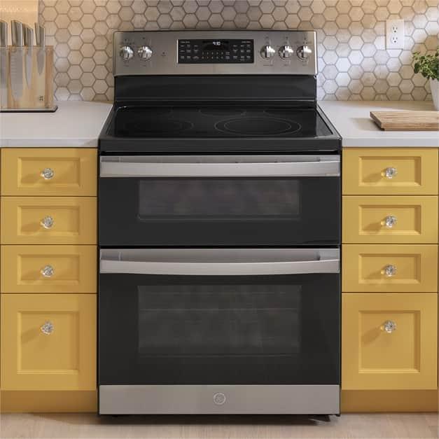 GE range in kitchen