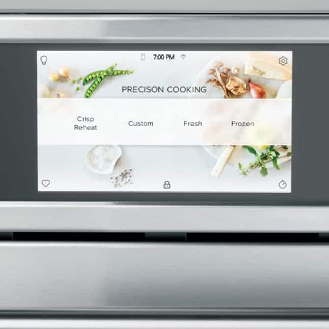A close up of the full-color display. The precision cooking mode shows the available options.
