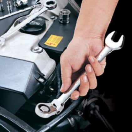 GEARWRENCH flex head ratcheting wrenches have a 180° head tilt for greater access to fasteners