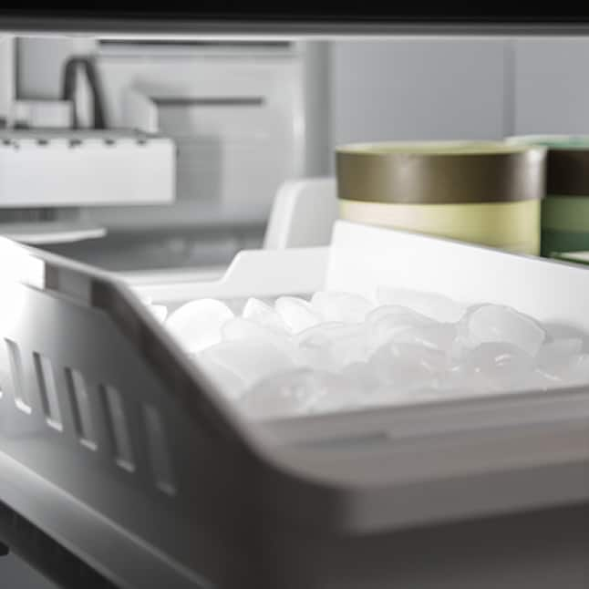 An extra ice maker in the freezer has been installed in the upper half of the freezer drawer.