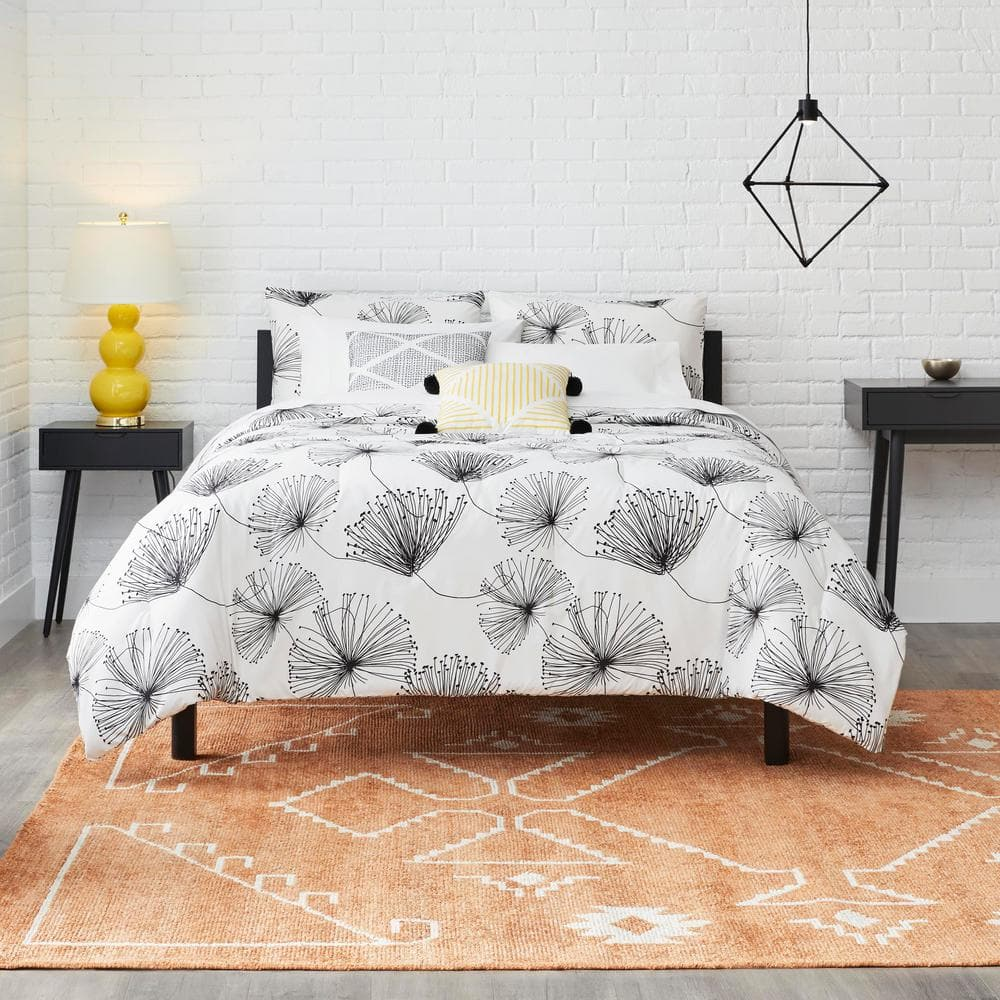 Sweeney 5-Piece White/Black Floral Full/Queen Comforter Set