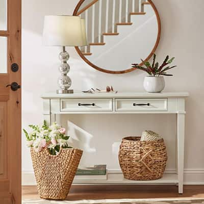 Earthy Cottage Entryway