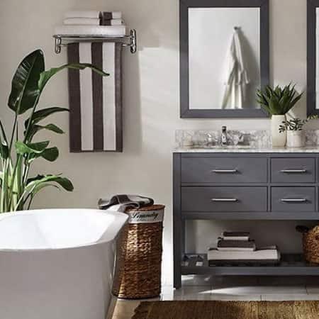 Coastal getaway bathroom